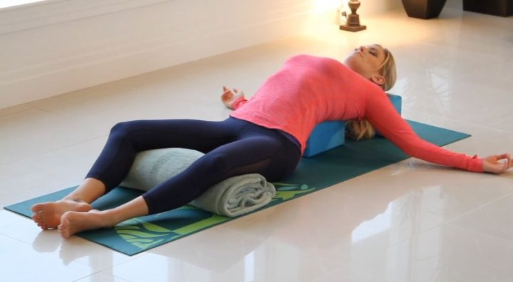 restorative-yoga-zoe-bray-cotton1